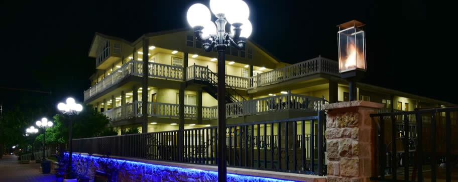 Sunday House Inn Suites Fredericksburg Texas